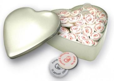 Lata Corazón con Caramelos Mentas para Boda